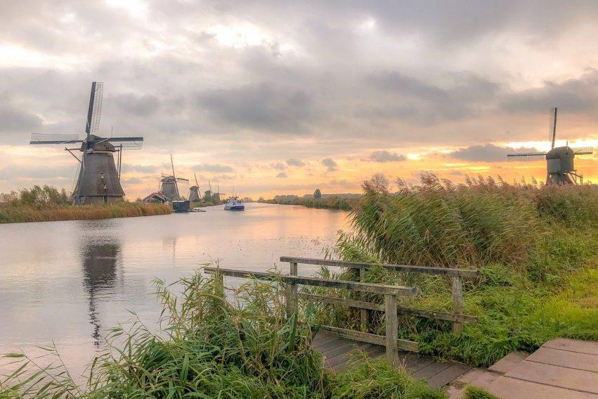 Artikel AD: Woningen Slopen Voor Nieuwe Entree Molens Kinderdijk? 'Ja' Zegt De Gemeente, Maar Inwoners Zijn Kritisch